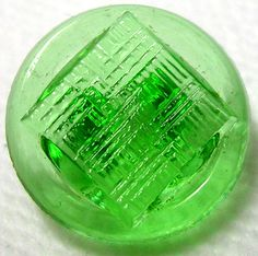 BEAUTIFUL 1930'S SPRING GREN DEPRESSION GLASS BUTTON w/BASKET WEAVE PATTERN