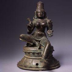 Buddha Sculpture, Bronze Sculpture, Sculpture Art, Shiva Art, Hindu Art, Indian Gods, Indian Art, Saraswati Statue, Buddha Painting