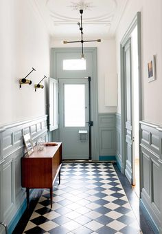 Ideas for an inviting entrance - how to style a hallway