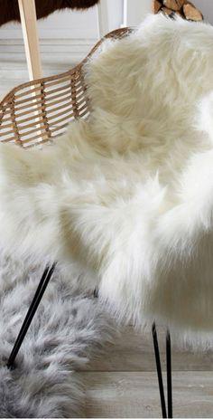 lammfell teppich der teppich aus feinstem neuseeland lammfell ein traum f r kuschelige stunden. Black Bedroom Furniture Sets. Home Design Ideas
