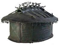 Etruscans: Urna cineraria a capanna di bronzo, Museo di Villa Giulia, Roma