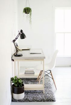 Are you struggling in finding ideas to build your own DIY computer desk? Well, if you find this article, you're in luck! Because we have compiled a list of 21 DIY computer desk ideas with plans from around the web for you. Diy Interior, Interior Exterior, Interior Design, Diy Computer Desk, Diy Desk, Gaming Computer, Diy Home Decor For Apartments, Home Office Decor, Diy Bureau