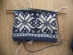 Ravelry: Norwegian Fairisle Snowflake Hat pattern by Tim Doran // maybe someday I'll get to this point with knitting Fair Isle Knitting Patterns, Knitting Charts, Knitting Stitches, Free Knitting, Crochet Patterns, Yarn Projects, Knitting Projects, Knit Mittens, Knitted Hats