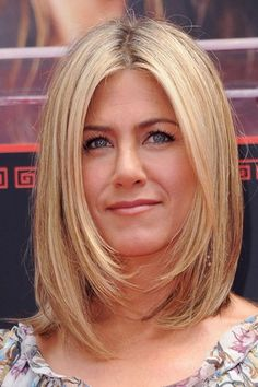 Hairstyles For Fine Hair - Jennifer Aniston Click the image now for more info. Jennifer Aniston Bob, Cabelo Jenifer Aniston, Jennifer Aniston Hairstyles, Jennifer Lawrence, Round Face Haircuts, Haircuts For Long Hair, Short Hair Cuts, Hair Styles 2014, Medium Hair Styles
