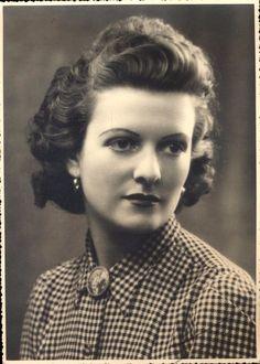 Photo portrait Paris femme 28 ans 5 mai 1943 pin up modèle mode coiffure 2