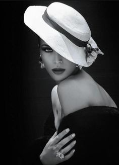 Beautiful colorful pictures and Gifs: Beautiful women and hats Black White Photos, Black N White, Black And White Photography, Black Swan, Love Hat, Looks Chic, Look Vintage, Cool Hats, White Fashion