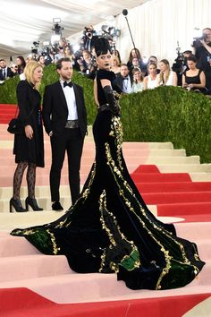 The Fashion-Tech Looks From Tonight's Met Gala  #refinery29  http://www.refinery29.com/2016/05/109782/best-dressed-met-gala-2016#slide-60  Katy PerryWe've rarely seen Katy Perry look as regal as she did tonight, in a gorgeous hand-stitched black-velvet Prada dress with a pooling train. She takes this year's Rihanna Omelette award!...
