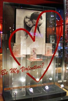 A simply but elegant window display for Valentines Day. Salon Window Display, Store Window Displays, Boutique Deco, Window Graphics, Merchandising Displays, Display Design, Valentine Decorations, Window Design, Crafts