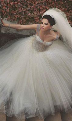 Luxury Heavy Beading Tulle Cap Sleeve Wedding Dress Ball Gown Wedding Gown…