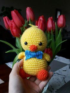 Paaskuiken #haken #gratis #patroon #mykrissiedolls Easter Crochet, Crafts Beautiful, Easter Crafts, Tweety, Tatting, Dinosaur Stuffed Animal, Crochet Hats, Toys, Holiday