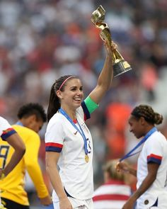 Alex Morgan of the USA celebrates with the FIFA Women's World Cup Trophy fol Usa Soccer Team, Soccer League, Soccer Players, Solo Soccer, Soccer Tips, Nike Soccer, Soccer Cleats, Alex Morgan Soccer, Fifa Women's World Cup