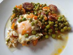 Prato Caseiro: Ervilhas com chouriço e ovos escalfados