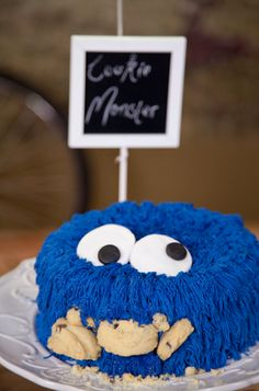 The Kate Tin: Milk and cookies bar & a choc chip cookie monster cake