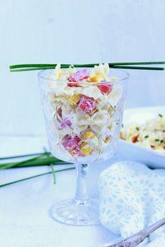 Mit den steigenden Temperaturen kommt auch wieder die Zeit, in der wir das warme Mittagessen gern durch einen erfrischenden Salat ersetzen und auch zur Grillzeit gerne auf den Tisch kommt. Eins uns…