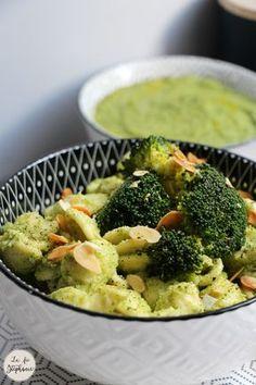 Les brocolis seront votre légume préféré avec cette recette de pesto de brocoli, mélangé avec des pâtes et des amandes grillées! Recette vegan