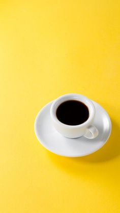 Yellow Photography, Coffee Photography, Coffee Shot, Coffee Love, Phone Wallpaper Images, Screen Wallpaper, Phone Wallpapers, Wallpaper Quotes, Still Life Drawing