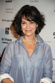 Mary Page Keller at Gotham Independent Film Awards (Winner for Best Ensemble in Beginners)m 52 y o Short Hair Cuts For Women, Medium Hair Cuts, Medium Hair Styles, Curly Hair Styles, Short Curly Hair, Wavy Hair, New Hair, Shoulder Haircut, Shoulder Length Hair