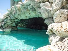 Swim-up bar at Taino Beach Resort, Freeport, Bahamas. Book an all inclusive trip to the Bahamas on www.click2xscape.com