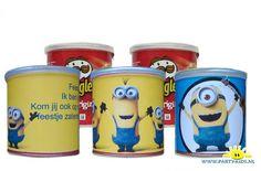 Minions Pringles wikkel - Knutselen, Traktatie chips en snack, Traktatie snoep, Traktaties, Versiering met werktekeningen - En nog veel meer traktaties, spelletjes, uitnodigingen en versieringen voor je verjaardag of kinderfeest op Party-Kids.nl