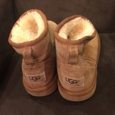 Short size 3 uggs Perfect Uggs girls size 3. Box99AC8 UGG Shoes Boots