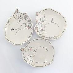 Bird houses ceramic sweets ideas The use of ceramics has become prominent in lighting Ceramic Clay, Ceramic Plates, Porcelain Ceramics, Ceramic Pottery, Fine Porcelain, Ceramic Houses, Slab Pottery, Pottery Vase, Keramik Design