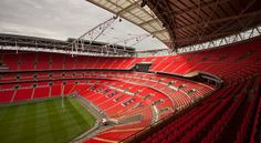 Biglietti: http://www.visitbritainshop.com/italia/attrazioni/sport/product/wembley-stadium-tours.html?utm_source=vivi_londra_it&utm_medium=affiliate&utm_content=wembley_stadium_tours&utm_campaign=vivi_londra_it Inclusa nel London Pass:  http://www.vivilondra.it/LondonPass.html  Wembley Stadium, il tempio del calcio inglese, è il più grande stadio del Regno Unito ed il secondo in Europa. Wembley fa rima con leggenda!