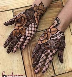 Check beautiful & simple arabic mehndi designs 2020 that can be tried on wedding. Shaadidukaan is offering variety of latest Arabic mehandi design photos for hands & legs. Best Arabic Mehndi Designs, Palm Mehndi Design, Rose Mehndi Designs, Henna Art Designs, Mehndi Designs For Girls, Modern Mehndi Designs, Dulhan Mehndi Designs, Mehndi Designs For Fingers, Wedding Mehndi Designs