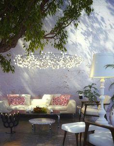 eclairage exterieur solaire, une idée magnifique pour un lustre dans le jardin
