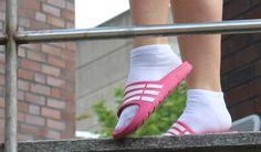 Gestern Modesünde – heute Trend: Adilette mit und ohne Socken
