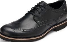 Женские фирменные ботинки-оксфорды из лакированной искусственной кожи. Модель на рифленой подошве с каблуком высотой 3,5 сантиметра.