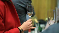 Αυτή τη Κυριακή είναι το ετήσιο ραντεβού των φίλων της φυσαλίδας στη Μεγάλη Βρεταννία. Wine News, Afro, Champagne, Africa