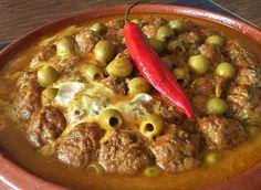 Ik waan me vandaag in Marokko op vakantie. Tajine kefta (gehakt), ei, tomaat en vers Marokkaans brood. Hoeveelheid van alles, ligt aan hoeveel gehakt je gaat marineren.