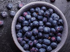 Acai Berry Benefits Are you aware of Acai berry benefits? You may have heard that it works great as a colon cleanse. You may also have heard that as a weight loss supplement, it's one of the best products on the market. Acai Benefits, Benefits Of Berries, Natural Whey Protein, Organic Blueberries, Natural Colon Cleanse, Cbd Hemp Oil, Acai Berry, Diet Tips, Superfood