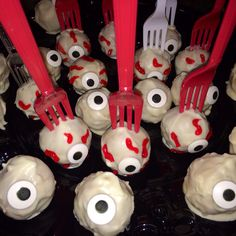 Halloween cake pops | Halloween treats for kids class | fun Halloween treats | eyeball cake pops