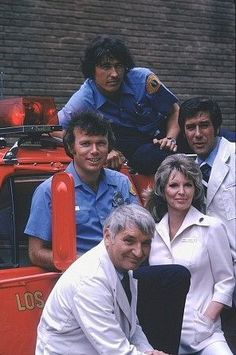 Randolph Mantooth, Robert Fuller, Julie London, Bobby Troup and Kevin Tighe in Emergency! Sean Leonard, Randolph Mantooth, 1970s Tv Shows, Nostalgia, Old Shows, Great Tv Shows, Vintage Tv, Old Tv, Classic Tv