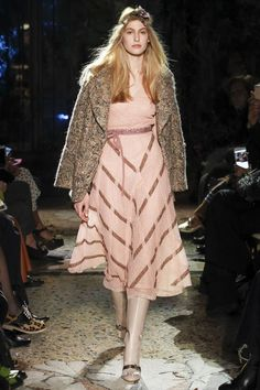 Get inspired and discover Luisa Beccaria trunkshow! Shop the latest Luisa Beccaria collection at Moda Operandi. Fashion Week, Fashion 2017, Love Fashion, Fashion Models, High Fashion, Autumn Fashion, Luisa Beccaria, Casual Couture, Couture Fashion