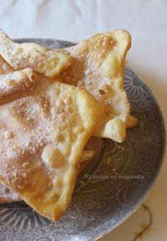Receta tradicional de Galicia, típica de los días de Carnaval o Entroido. Son las Orejas, Orellas o Hojuelas de Carnaval.