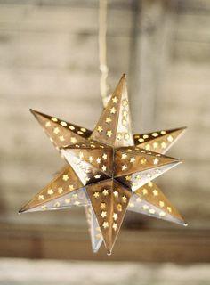 17 Simple Ramadan Decoration Ideas You Can Do at Home Noel Christmas, White Christmas, Christmas Ornaments, Christmas Glitter, Christmas Colors, Rustic Christmas, Christmas Lights, Ramadan Decorations, Christmas Decorations