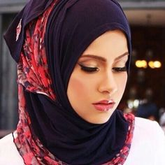 **AS FEATURED ON @thehealthyhijab  Comfy , pin free and perfect for wearing out or working out!  Two tone AJMAAN pin free hijab ******************************* Colour: Navy blue With floral net in poppy red and blue Cost : £15 plus postage  Ways to order:  DM Instagram: www.instagram.com/souk_alriyadh DM Facebook: www.facebook.com/soukalriyadh Whatsapp: +44 7807640424 Email: info@soukalriyadh.co.uk ***************************************************** #ajmaan #ajmaanuk #hijab #hijabstyle…