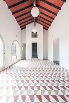 patterned floors and vaulted wood ceiling   Interior Design Ideas   La Raia De Amicis Architetti