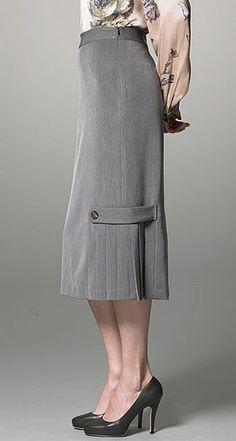 shorter but like pleats Gray skirt with pleated side detail Skirt Outfits Modest, Dress Skirt, Hijab Fashion, Fashion Outfits, Womens Fashion, Beautiful Outfits, Cute Outfits, Work Attire, Business Fashion