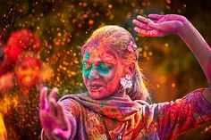 Holi, the festival of colours is here Music, dancing, water-balloons — it's time for Holi. Holi is celebrated by the Hindu community each… Holi Party, Holi Colors, Holi Festival Of Colours, Holi Festival India, Indian Color Festival, Happy Holi Gif, Happy Holi Wishes, Happy Diwali, Hindu Festivals