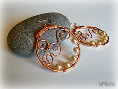 """""""CERCHI DI RAME"""", orecchini in rame e perle color crema - Tecnica wire handmade"""