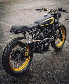 Another angle on 'Sicario' Yamaha – looks like a bundle of fun. Yamaha Cafe Racer, Gs 500 Cafe Racer, Yamaha Bikes, Cafe Bike, Xt 600 Scrambler, Scrambler Motorcycle, Moto Bike, Vintage Bicycles, Vintage Motorcycles