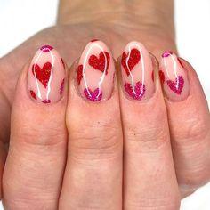 Los mejores diseños de uñas para celebrar el dia de los enamorados . San Valentin Nails 2021 #nails #sanvalentin #love #manicura #manicure #hearts #art #amor Creative Nail Designs, Short Nail Designs, Creative Nails, Nail Polish Trends, Nail Trends, Bling Nails, Fun Nails, Almond Shape Nails, Trendy Nails