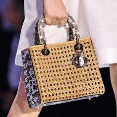The latest for the next summer!!! Bolsos mimbre: Lady Dior en pequeño formato con mimbre trenzado combined con iguana!!!