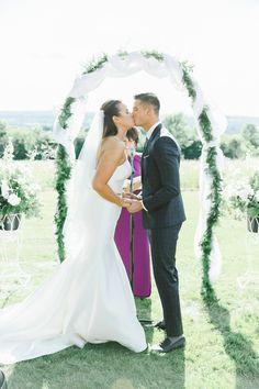 Laura_Rose_Weddings_Romantic_Upstate_NY Wedding_Photography_redbarn20_at_windridge_estate_cazenovia_central_new_york_wedding_photography