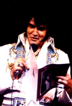 Elvis at his last concert at the Las Vegas Hilton in december 12 1976.