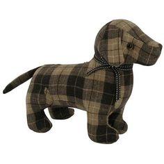 Dans un joli tartan marron très classique, Le Grand Comptoir propose de décliner le cale-porte sur le modèle du chien. Avec ses pieds lestés de sable, l'animal prend place dans n'importe quel intérieur à l'humour très anglais.