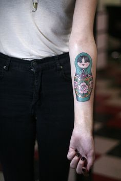 Kinda really want sthg like this but on the upper arm Unique Tattoos, Beautiful Tattoos, Body Tattoos, Sleeve Tattoos, Tatoos, Tattoo You, Arm Tattoo, Babushka Tattoo, Russian Doll Tattoo